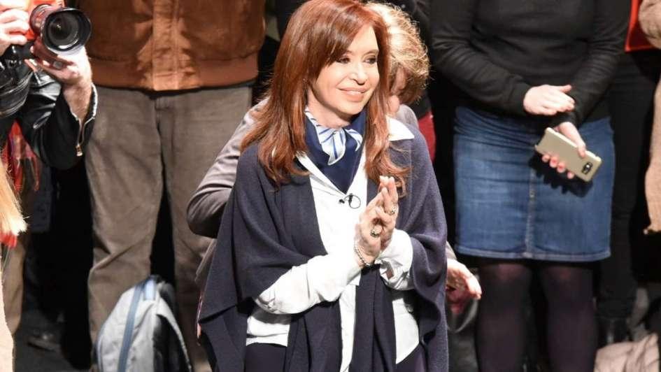 Oficina Anticorrupción argentina pidió enjuiciar a Cristina Fernández