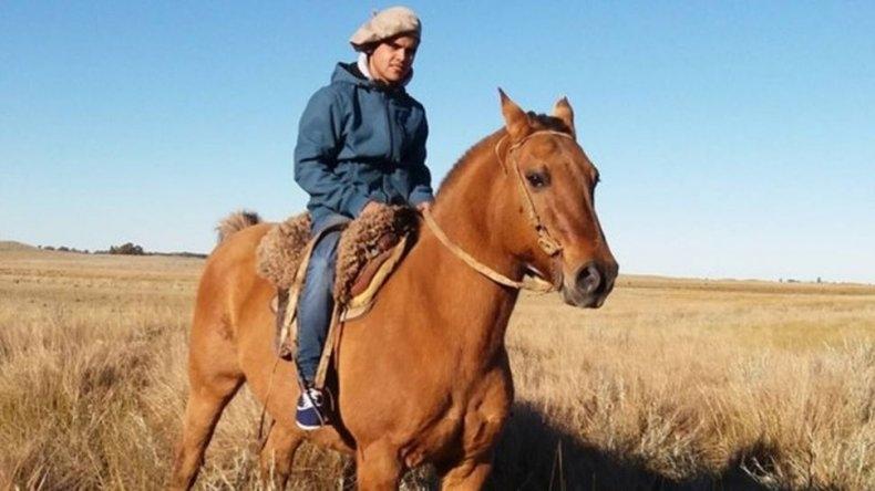 Pibe jinete muere aplastado por su propio caballo