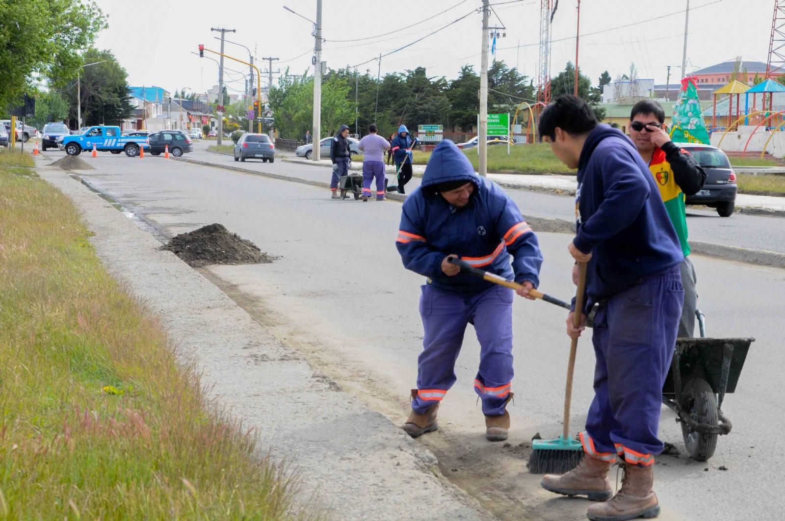 Trabajos de Saneamiento y pintura en el marco del Paseo 132 - El ...