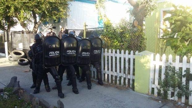 Incidentes y una herida frente a la Legislatura — Río Gallegos