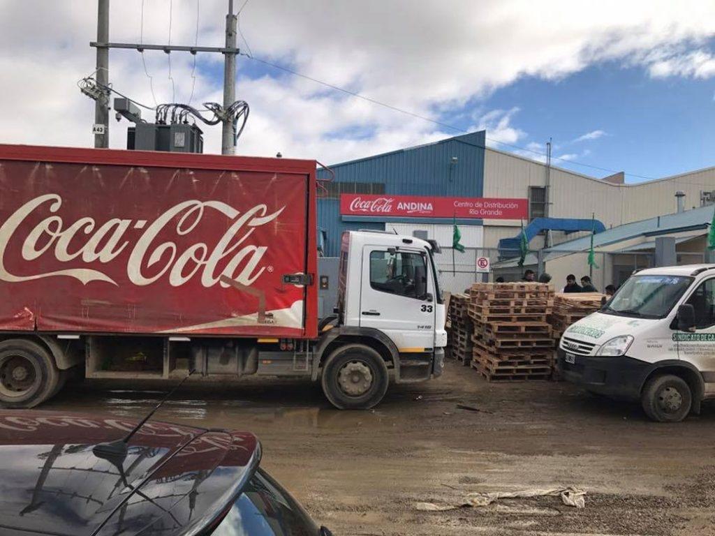 Camioneros paraliza distribución de gaseosas en todo el país