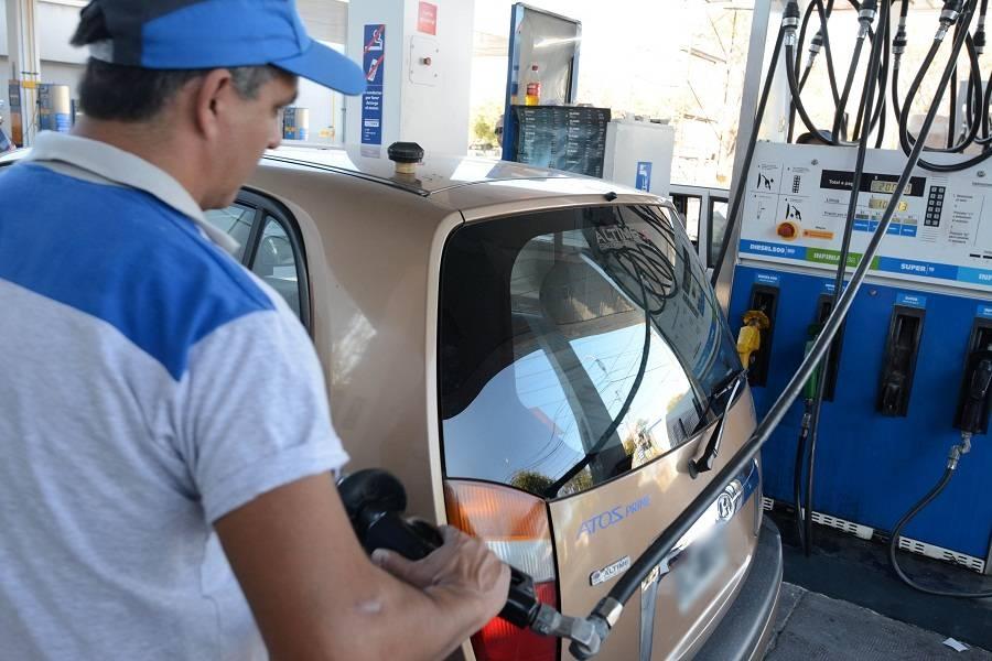 Argentina libera el precio interno de los combustibles