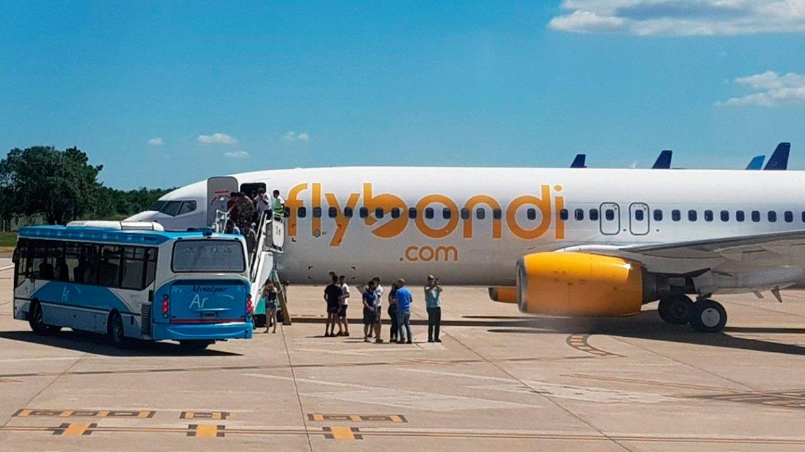 Las redes explotan por el aterrizaje de emergencia de Flybondi