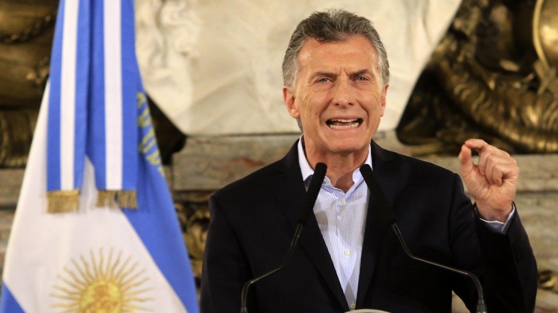 Macri anunció la reducción de 1 de cada 4 cargos políticos