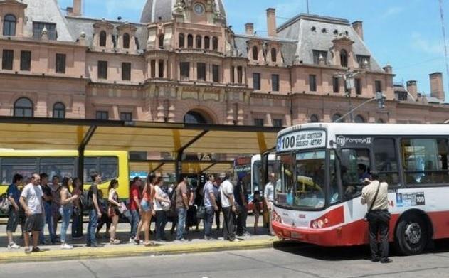Santilli defendió el aumento gradual del transporte público