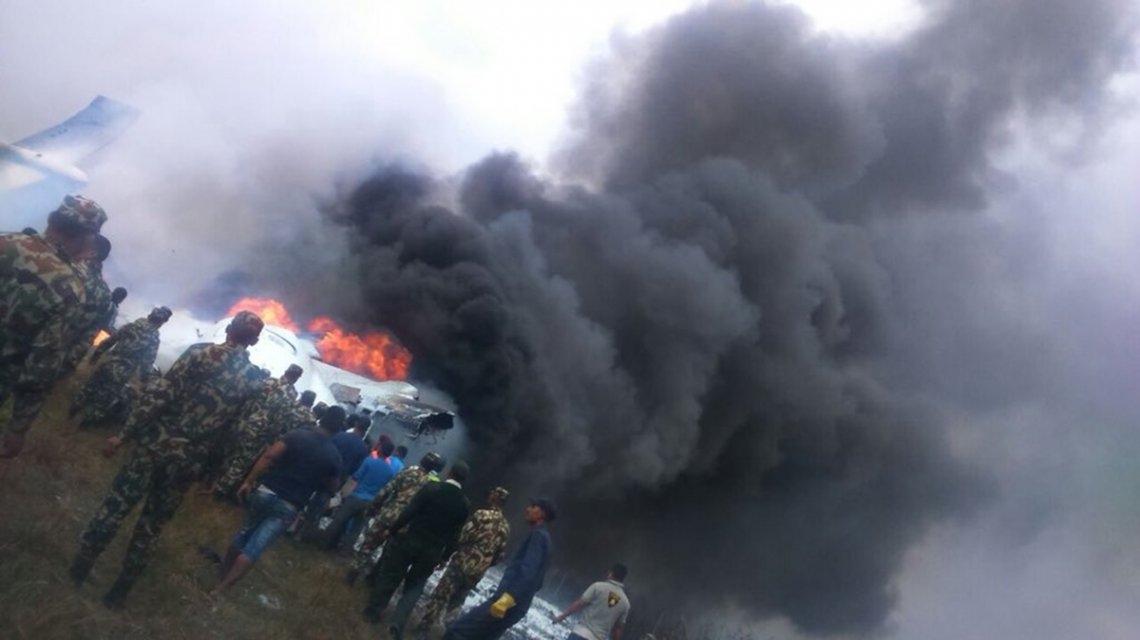 Un avión se estrelló cuando intentaba aterrizar en un aeropuerto de Katmandú