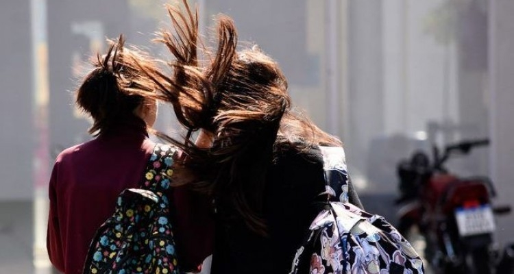 Fuertes vientos y tolvaneras en Nuevo León por nuevo frente frío