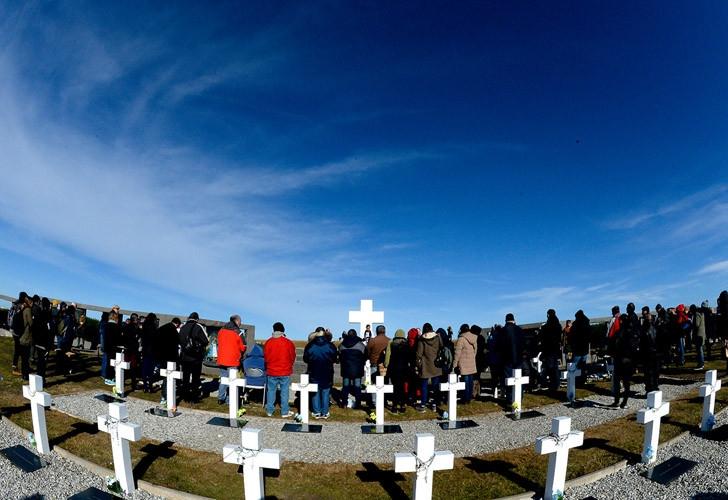 Macri se reunirá con familiares de caídos en Malvinas