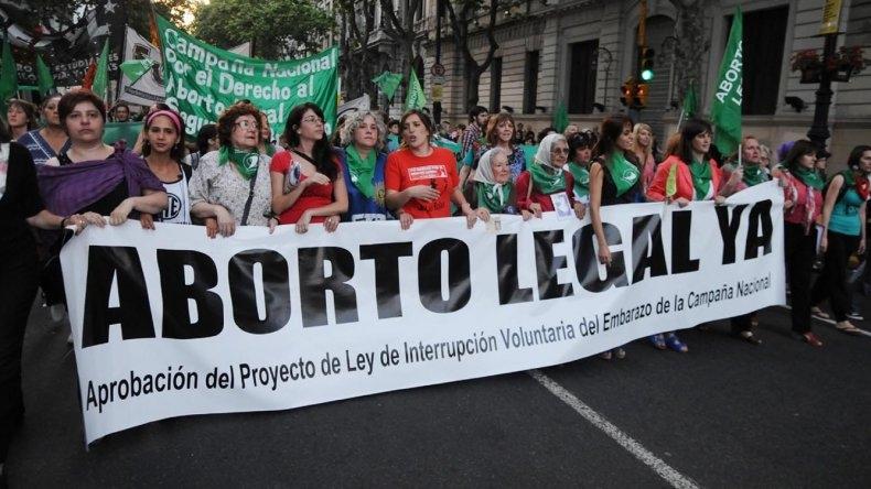 Diputados y referentes feministas presentan el proyecto de aborto legal