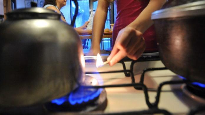 La Justicia admite un amparo colectivo contra la subida del gas