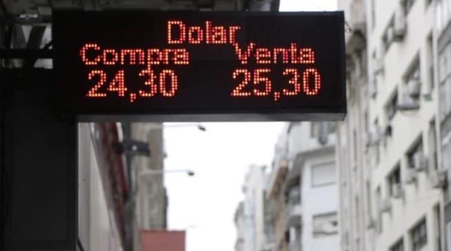 El BCRA lo deja 'flotar' y el dólar sube 10 centavos
