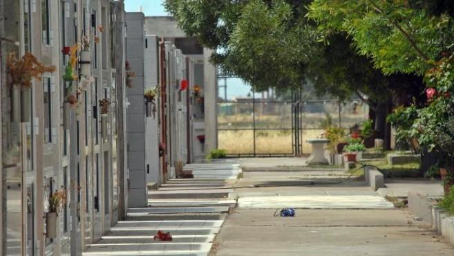 Sacaron el cadáver de una mujer de su ataúd en Patagones