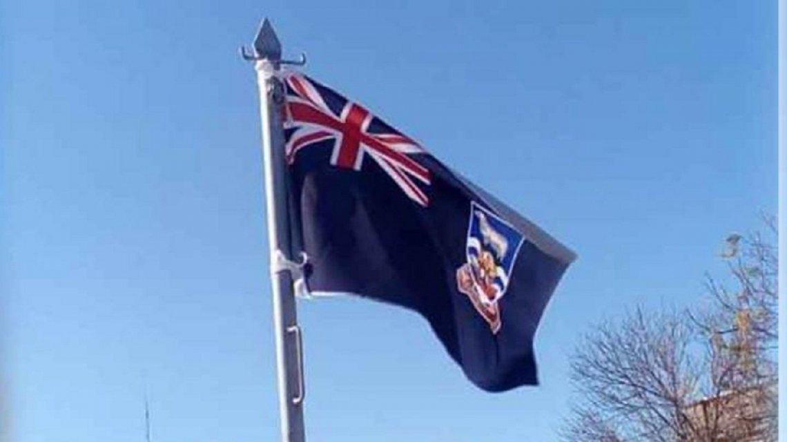 Izaron la bandera británica de Malvinas en una plaza de Santa Fe