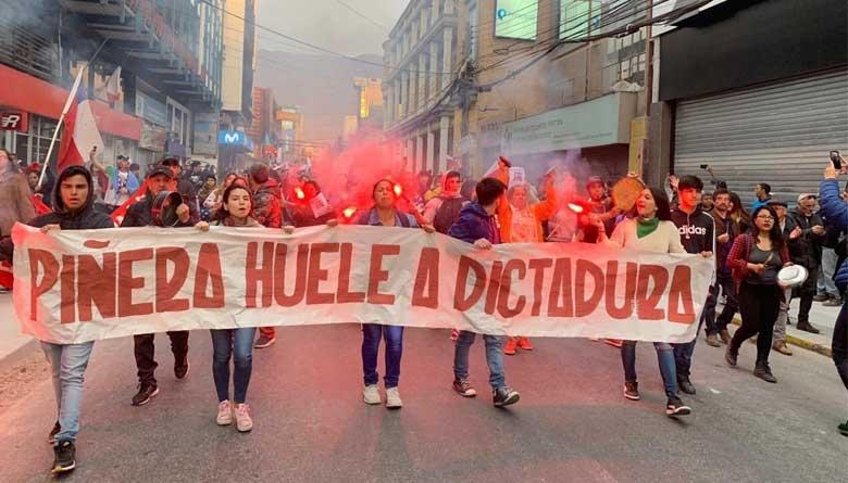 Manifestantes atacaron a periodistas frente al consulado de Chile en Buenos Aires