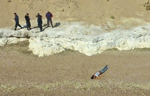 Encontraron un cuerpo con heridas en la playa de Puerto Madryn - El Diario Nuevo Dia