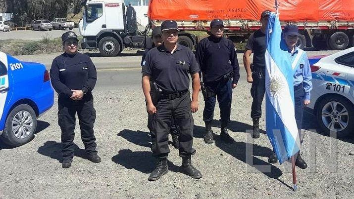 Policías de Caleta Olivia rindieron homenaje a los tripulantes del Ara San Juan - El Diario Nuevo Dia
