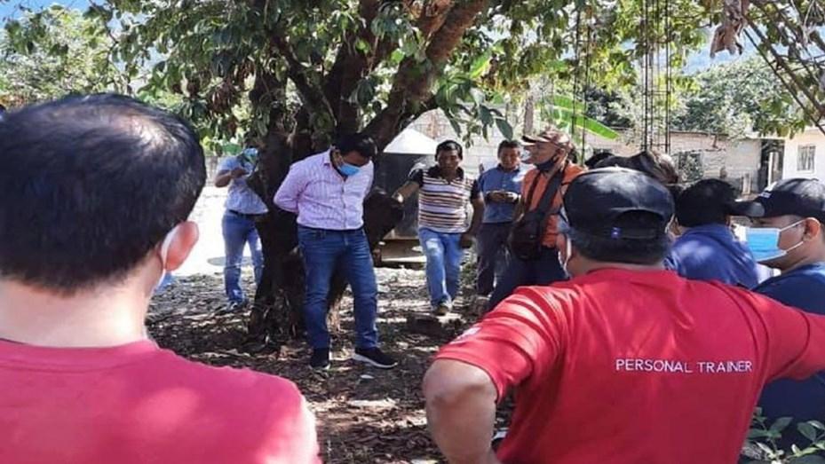 En Chiapas, amarran a alcalde por entregar tanque de mala calidad
