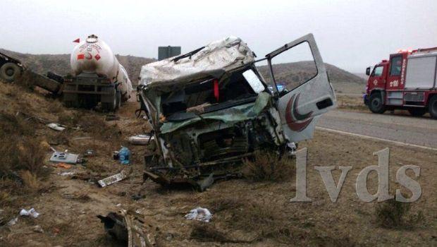 Volcó un camión Zeppelin en la Ruta N° 3 y el conductor resultó herido