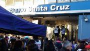 Mesa de Unidad Sindical instaló una carpa afuera del Banco Santa Cruz