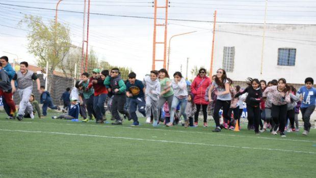 Pico Truncado: Escuelitas Petroleras tuvieron su kermesse del Día del Estudiante