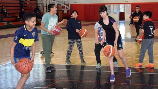 Encuentro interno de básquet de la escuela formativa del Gimnasio Rocha