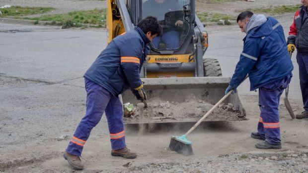 Limpieza urbana: barrido de cordones y bolseo en la ciudad