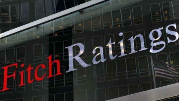 Fitch baja panorama de calificación de Argentina a negativo por debilidad de la economía