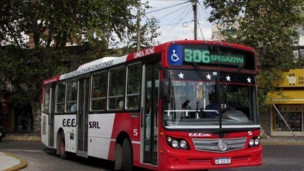Buenos Aires: se prendió fuego un colectivo y chofer murió rescatando a sus pasajeros