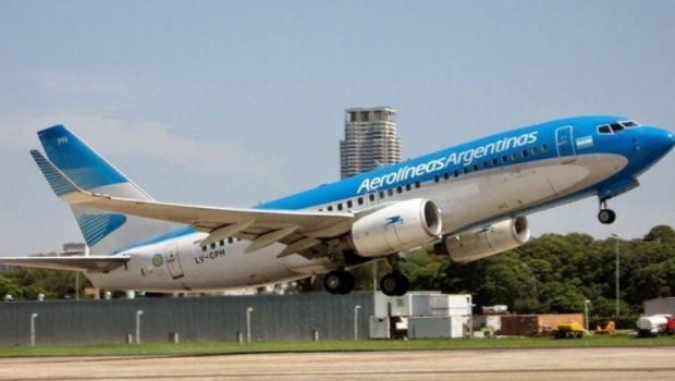 Los 5 privilegios que tienen los empleados de Aerolíneas Argentinas y que el Gobierno quiere eliminar