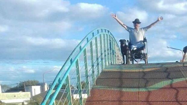 Repudiable: sustraen silla de ruedas de vecino con piernas amputadas