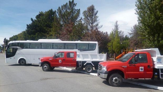 La Municipalidad de El Calafate expone su nuevo parque automotor en el Anfiteatro del Bosque