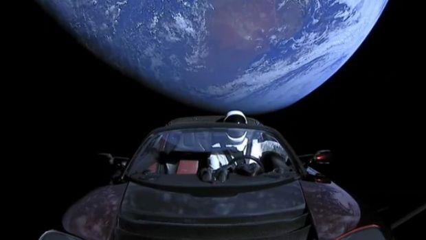 El auto Tesla de Elon Musk viajó más allá de la órbita de Marte