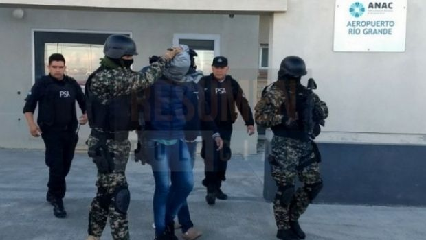 Recapturaron y extraditaron a joven malviviente, prófugo por robos y estafa en Río Grande