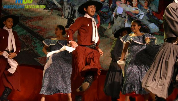 Caleta Olivia: la Escuela de Danzas Nativas brilló con la muestra anual