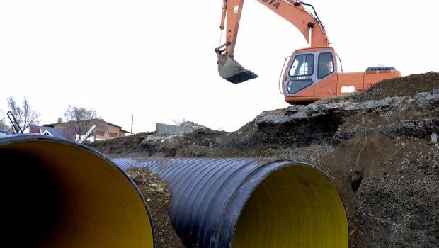Cuenca Sarmiento: colocan tres tramos del caño mayor del desague