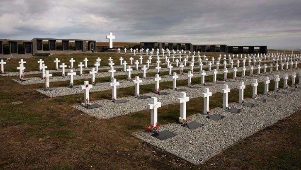 Identificaron tres soldados más enterrados en Darwin
