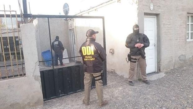 Allanan viviendas en Pico Truncado y Las Heras donde secuestran municiones