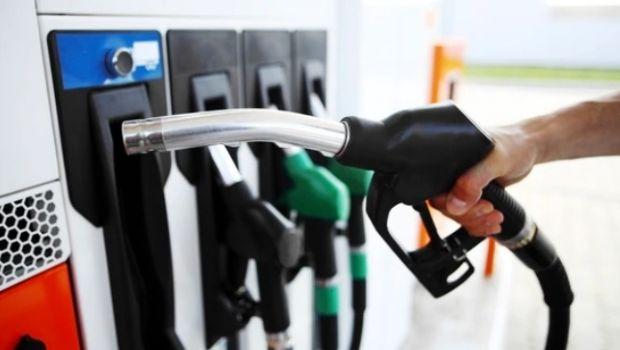 """El Gobierno prepara """"precios indicativos"""" para la nafta y el gasoil"""