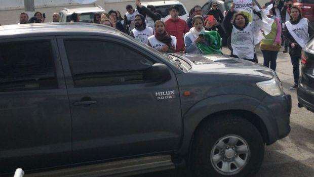 Docentes: Escrachan a la gobernadora en Deseado