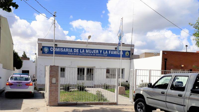Un hombre atacó con un palo a su ex pareja, la roció con alcohol e intentó prenderla fuego en en barrio Belgrano en Río Gallegos